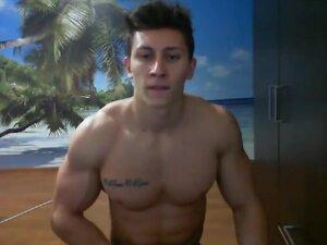 Pria Rumania berotot pada webcam,